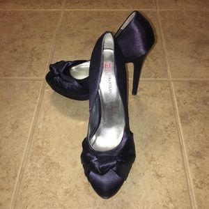 Satin navy blue heels with top knot